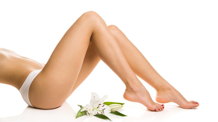 Sexy girl shows nice legs